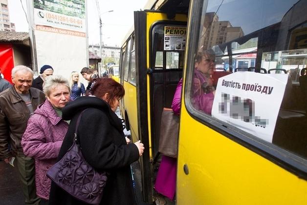 """Проезд в маршрутках могут поднять до 10 гривен: """"Водители – хамы, в салонах – грибок. За что платить больше?"""""""
