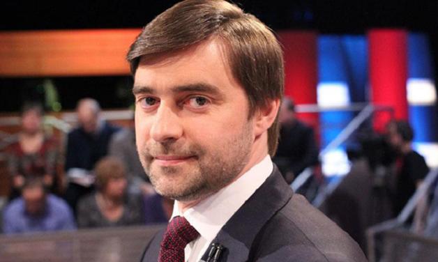 Железняк заявил, что у него вымогали деньги за невыход материалов Навального