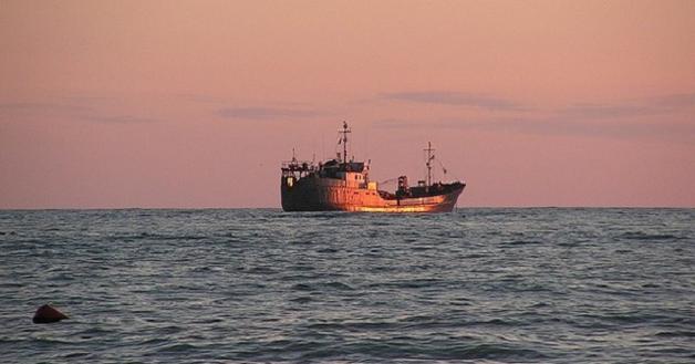 Российскую яхту захватило судно КНДР