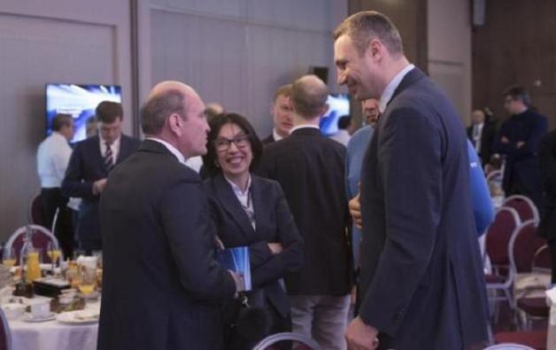 """Компании из Норвегии, Польши и Франции мечтают """"выбросить"""" Ахметова из Киева"""