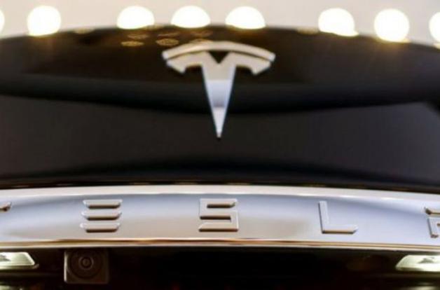 Погибший водитель Tesla игнорировал предупреждения системы