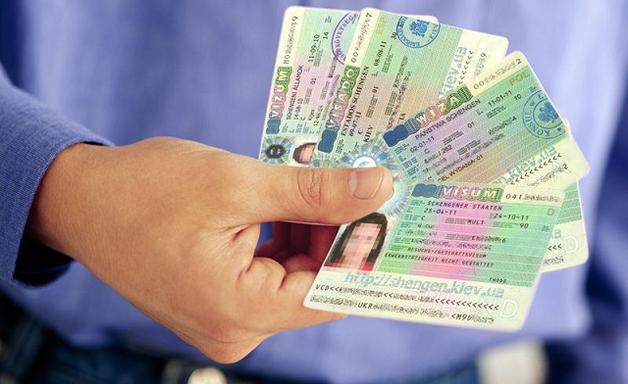 """Визовый центр """"Visa Express"""" уличили в крупных аферах"""