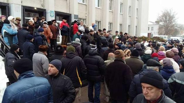 Разгневанные подорожанием проезда жители Сумщины устроили митинг под горсоветом