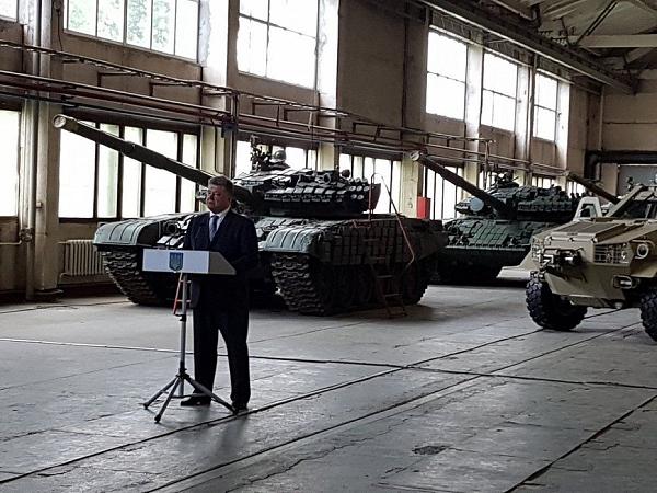 Порошенко отстранил 25 руководителей предприятий оборонпрома