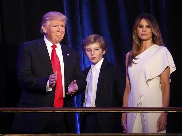 Скандал вокруг поведения сына Трампа на инаугурации получил продолжение