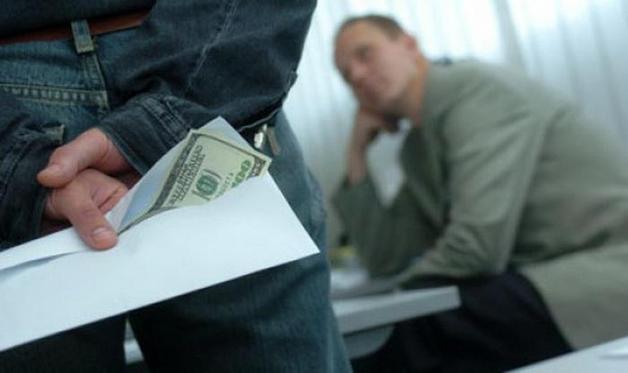 Задержанный замглавы Службы экспортного контроля за взятку в $ 250 тысяч снова вышел на работу