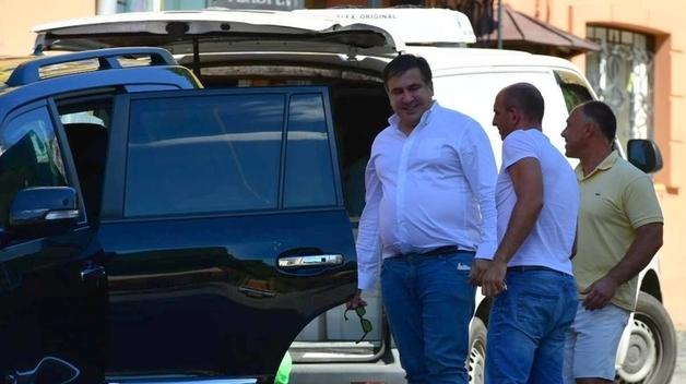 Журналисты вспомнили, как Саакашвили жил, питался и перемещался в Украине