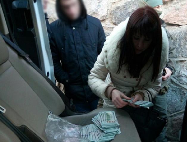 На взятке попалась помощница судьи Апелляционного суда Киевской области