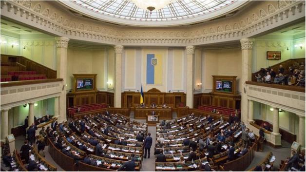 Десять депутатов написали заявления о выходе из фракции БПП в Раде