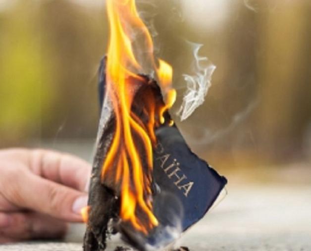«От экономической политики правительства Украины люди скоро начнут массово отказываться от гражданства» - мнение эксперта