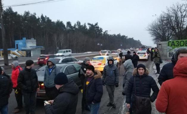 Продавцы нерастаможенных авто наживаются на украинцах и обманывают государство