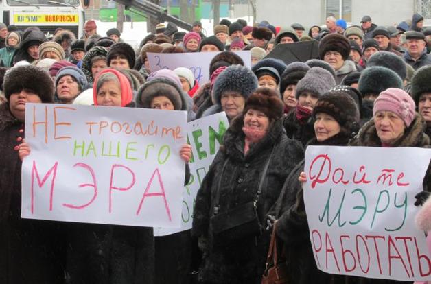 Горожане в Покровске требуют уволить силовиков, не дающих городу работать