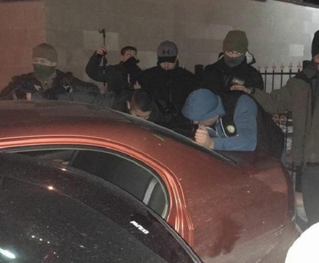 В Киеве на взятке в $ 22000 попался судья, в Кривом Роге прокурор погорел на $ 3000