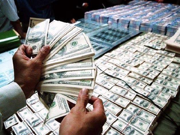 """В Киеве фискалы """"вскрыли"""" полмиллиардный """"конверт"""""""