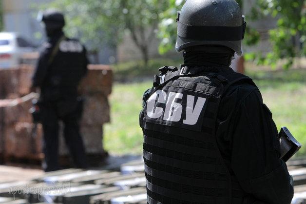 Оперативников СБУ уличили в незаконном лишении свободы нотариуса и ее сына