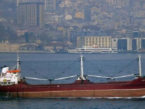 Морская афера: в Николаеве перегружали контрабандные сигареты с теплохода на сухогрузную баржу