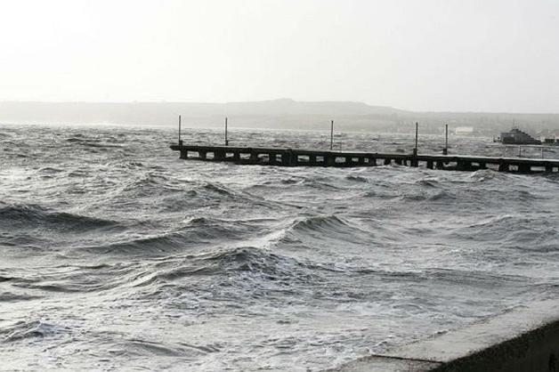 """""""Все снесло!"""": Шторм на участке строительства Керченского моста"""