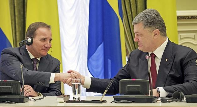 Страшная правда: Власть фактически продала Украину, загнав в долги минимум на 100 лет