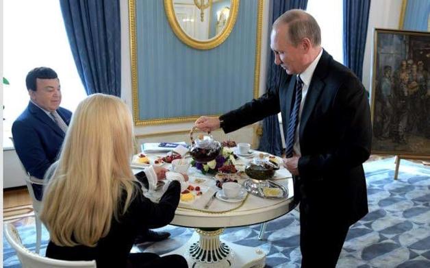 Чаепитие Кобзона и Путина озадачило сеть
