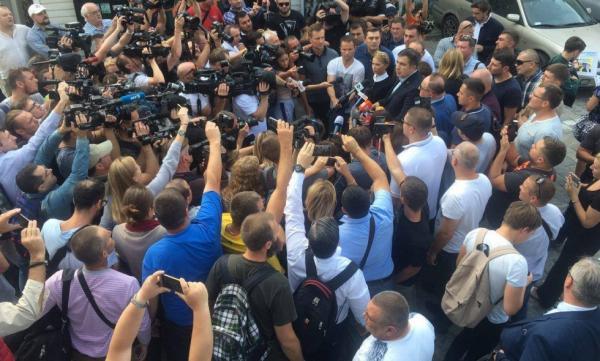Порошенко: по стопам Януковича