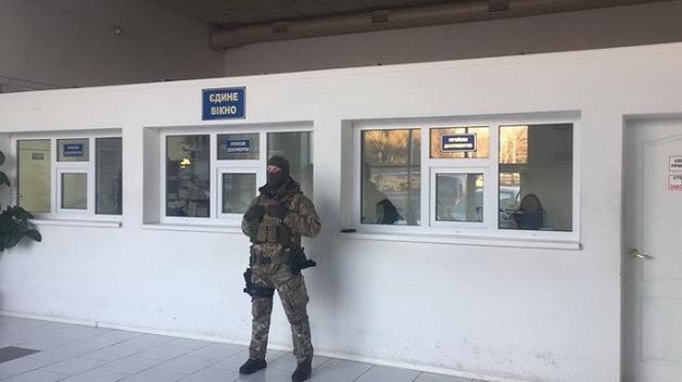 Руководитель таможенного поста в Одессе попался на взятке в $2500