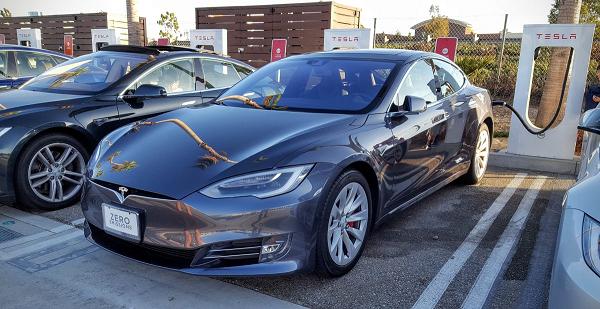 Tesla прекращает производство самой дешевой Model S