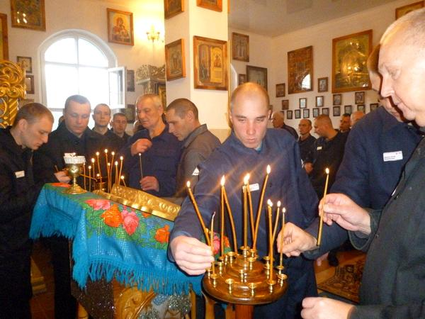 О ворах в законе, «опущенных» и церквях на зонах — беседа со священником, который служит в тюрьмах