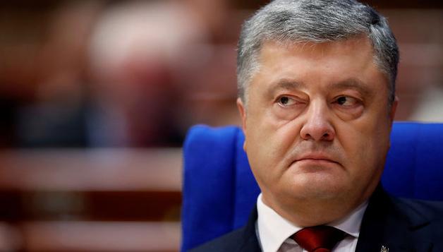 Участок Порошенко в Киеве оградили колючей проволокой