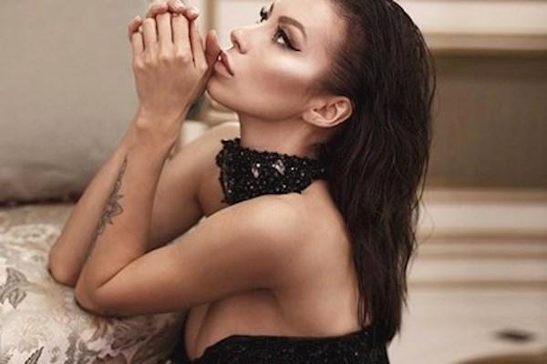 """""""Просто секс-бомба"""": невестка народного артиста Украины сразила сеть голым фото"""