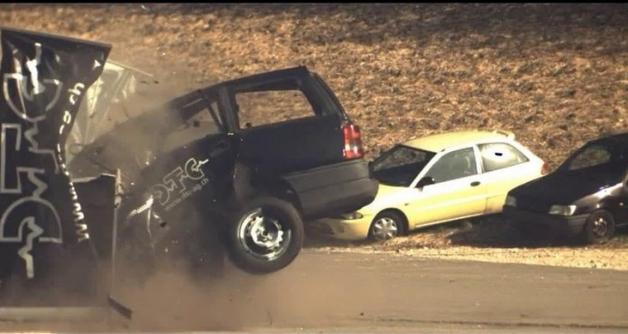 Что происходит с автомобилем при столкновении на скорости 200 км/ч