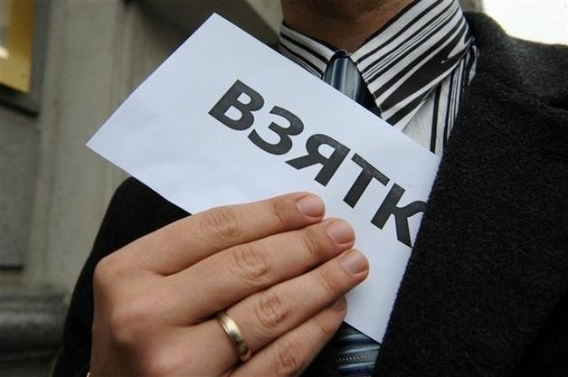 Замглавы РГА и заммэра одного из городов на Кировоградщине задержаны при получении 150 тыс. грн взятки