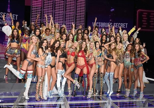 В Китае прошел грандиозный показ Victoria`s Secret с участием мировых звезд