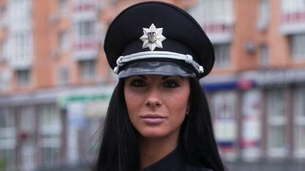 """Известная полицейская оштрафовала """"героя парковки"""" на Bentley"""