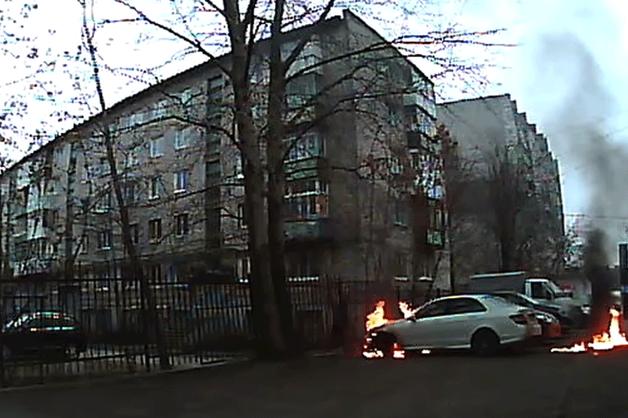Неизвестный поджег автомобиль директора пермской «Комсомольской правды» и загорелся сам