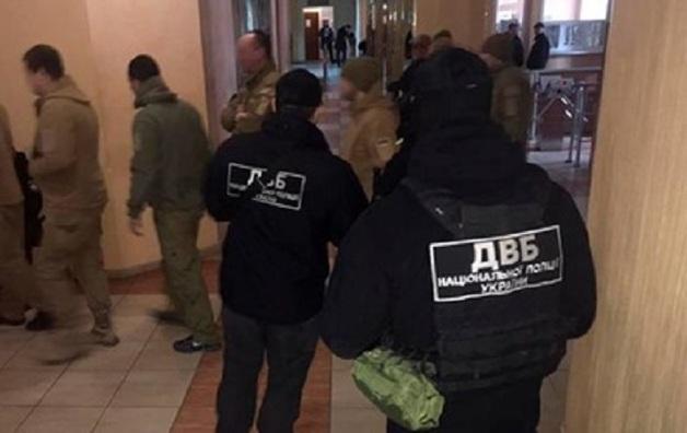 В Одессе трое полицейских украли $120 тысяч из инкассаторского автомобиля