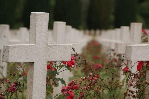 На Урале бравшему деньги за могилы смотрителю кладбища отменили приговор