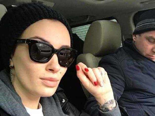 Обещали прострелить голову: известная украинская певица рассказала об угрозах в ее адрес