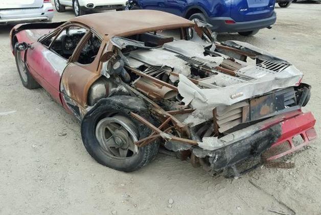 Старую сгоревшую Ferrari продали за $40 тысяч