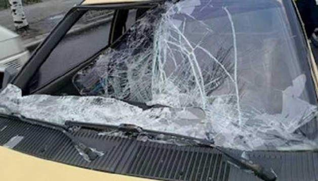 В Киеве пьяный мужчина бросился под машину: опубликовано страшное видео