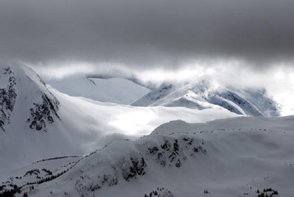 В результате схода лавин во Франции погибло три человека