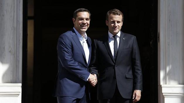 """Макрон и Ципрас убеждают Шульца согласиться на """"большую коалицию"""""""