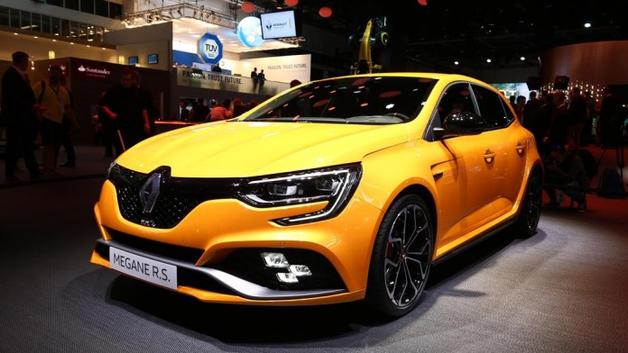 Зверь, который скоро появится на дороге: В Renault показали, на что способен новый Megane RS