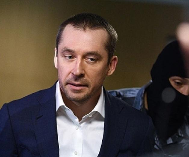 С полковника Захарченко состригли золотое руно