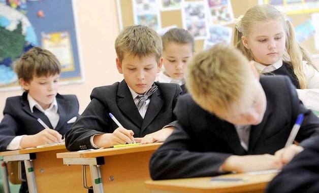 В России ученики младших классов получили повестки в военкомат
