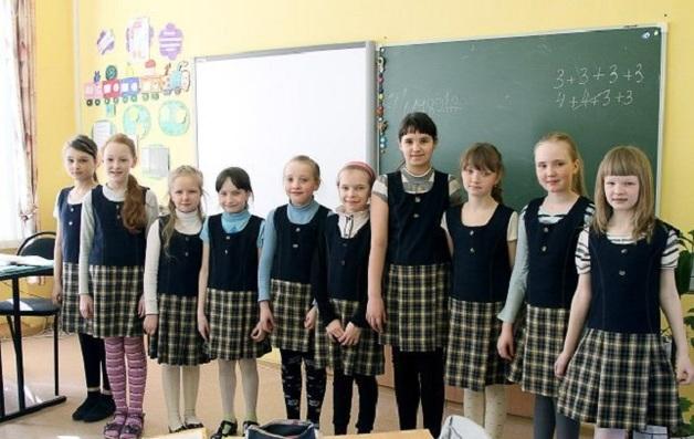 Учитель, который делал фото школьниц под партой, сядет в тюрьму на 18 месяцев