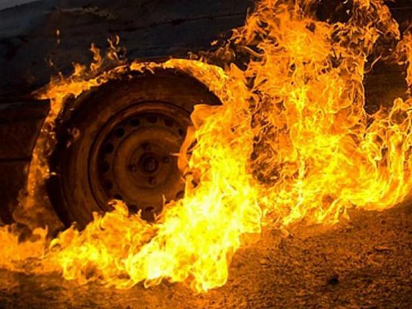 В Харькове сожгли автомобиль судьи