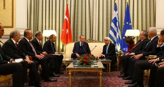 Эрдоган в ходе первого за 65 лет визита в Грецию предъявил Афинам территориальные претензии