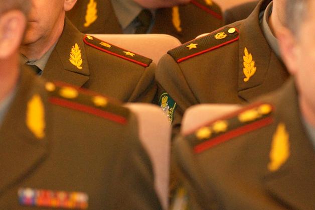 Прокурор объяснил сохранение званий осужденным за взятки генералам
