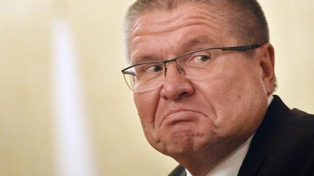 Бывший министр экономического развития РФ Алексей Улюкаев у здания суда