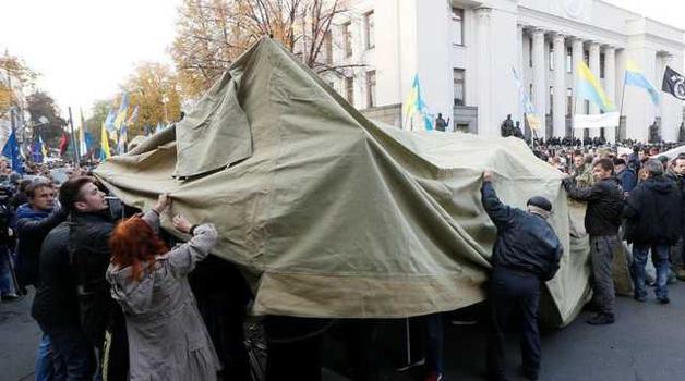 Шкиряк пообещал, что силовики не будут разгонять палаточный городок под ВР
